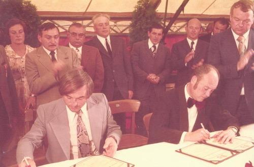 Unterzeichnung der Verschwisterungs-Urkunden in Ronshausen